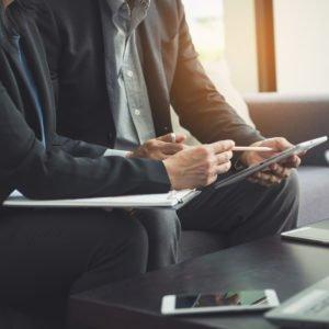Besonderheiten und Merkmale der KMU im Gegensatz zu Großunternehmen
