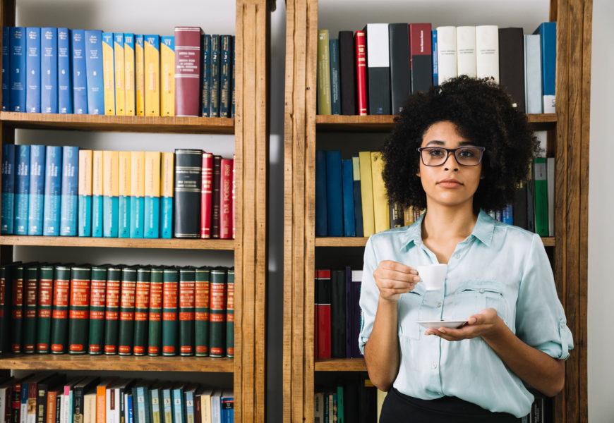 Deduktive vs induktive Forschung – Wie Sie ein Thema ohne Literatur bearbeiten